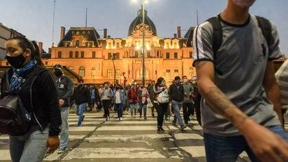 27 fotos del primer día del regreso de las restricciones en el AMBA