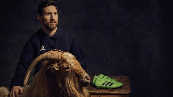 """La foto de Messi con la cabra por el mote """"G.O.A.T"""""""