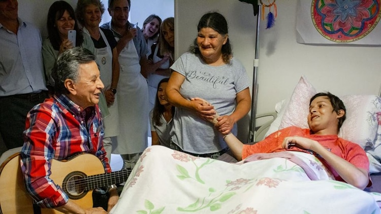 En el hospice Ezequiel cumplió su sueño de conocer a Palito Ortega