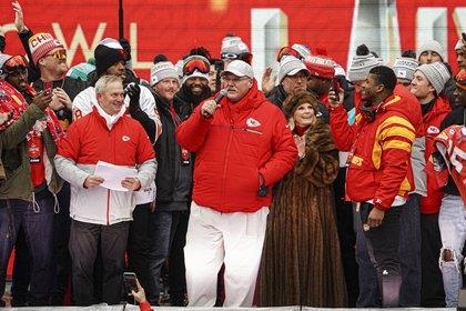 El mariscal de campo de los Kansas City Chiefs, Patrick Mahomes, elogió el espíritu de nunca darse por vencido de su equipo después de que organizaron otra dramática remontada tardía para ganar el Super Bowl el domingo a los San Francisco 49ers