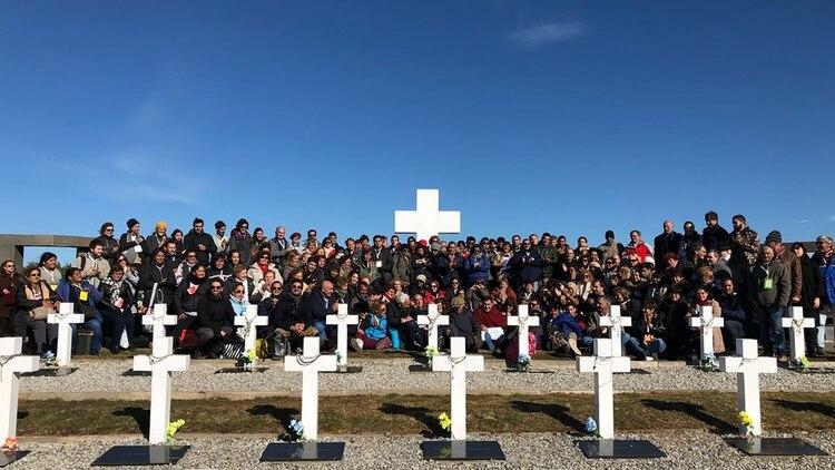 La foto grupal de los familiares durante la primera visita, en marzo de 2018