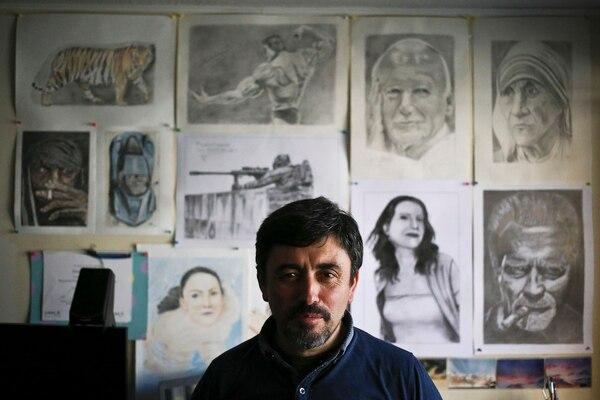 El dibujante Eladio Valdes dijo que el mismo hermano que le enseñó a dibujar abusó de él en el colegio marista Alonso de Ercillacuando tenía 10 años. (AP Photo/Esteban Felix)