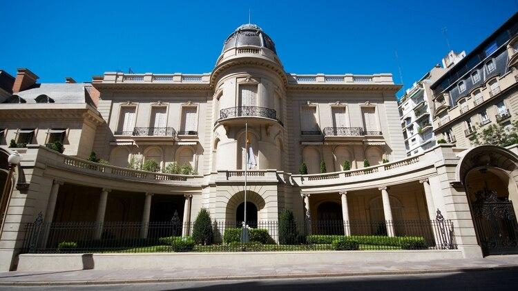El imponente Palacio Fernández Anchorena se ubica sobre la Avenida Alvear del barrio porteño de Recoleta