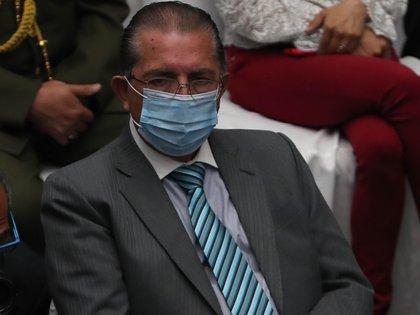En la imagen, el ministro de Salud de Bolivia, Edgar Pozo. EFE/Martín Alipaz/Archivo