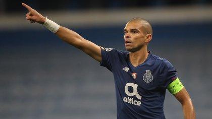 Pepe, de 37 años y una gran carrera en el Real Madrid, es el capitán del Porto (EFE)