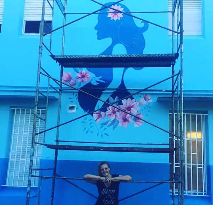 El otro mural pintado por Feider en la fachada del sector Maternidad
