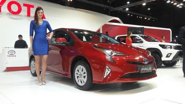 El Prius, el híbrido más vendido en todo el mundo, bajó de 38.900 a 36.500 dólares