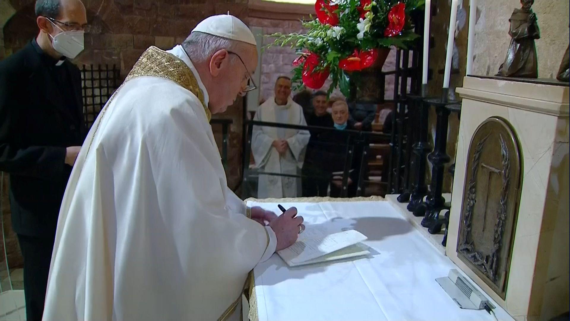 """Esta es la tercera encíclica de Francisco, tras """"Lumen fidei"""" (2013), iniciada por el papa Benedicto XVI y """"Laudato si"""" (2015"""