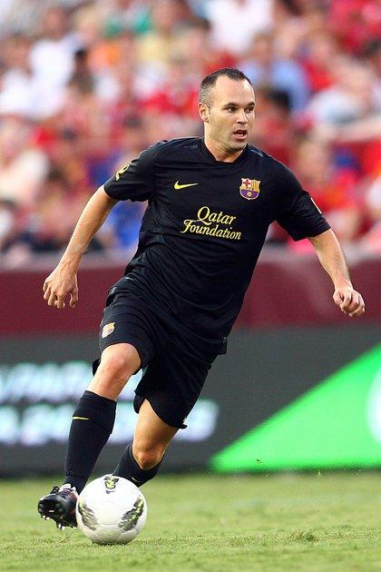 Andrés Iniesta con la camiseta negra del Barcelona de la temporada 2011/12 (Shutterstock)