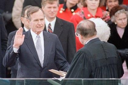 George Bush durante su toma de posesión en 1989 (Ron Edmonds/AP)