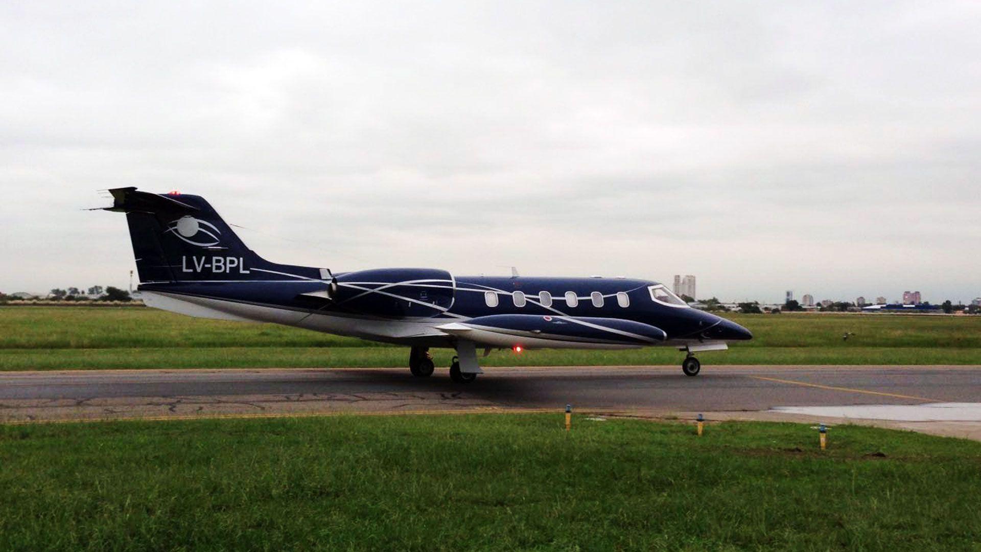 Foto histórica: el avión de Báez en San Fernando. Fue su último vuelo a Buenos Aires, antes de ser detenido.