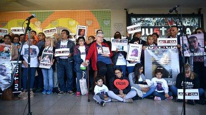 Este sábado, familiares de las víctimas realizaron un acto en el andén 1 de la estación cabecera del tren Sarmiento (Gustavo Gavotti)