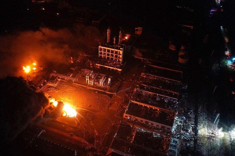 Vista aérea del desastre en la fábrica.(Ji Chunpeng/Xinhua via AP)