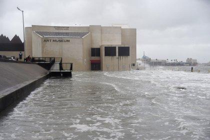 El Art Museum de South Texas inundado en Corpus Christi, Texas. (Annie Rice/Corpus Christi Caller-Times via AP)
