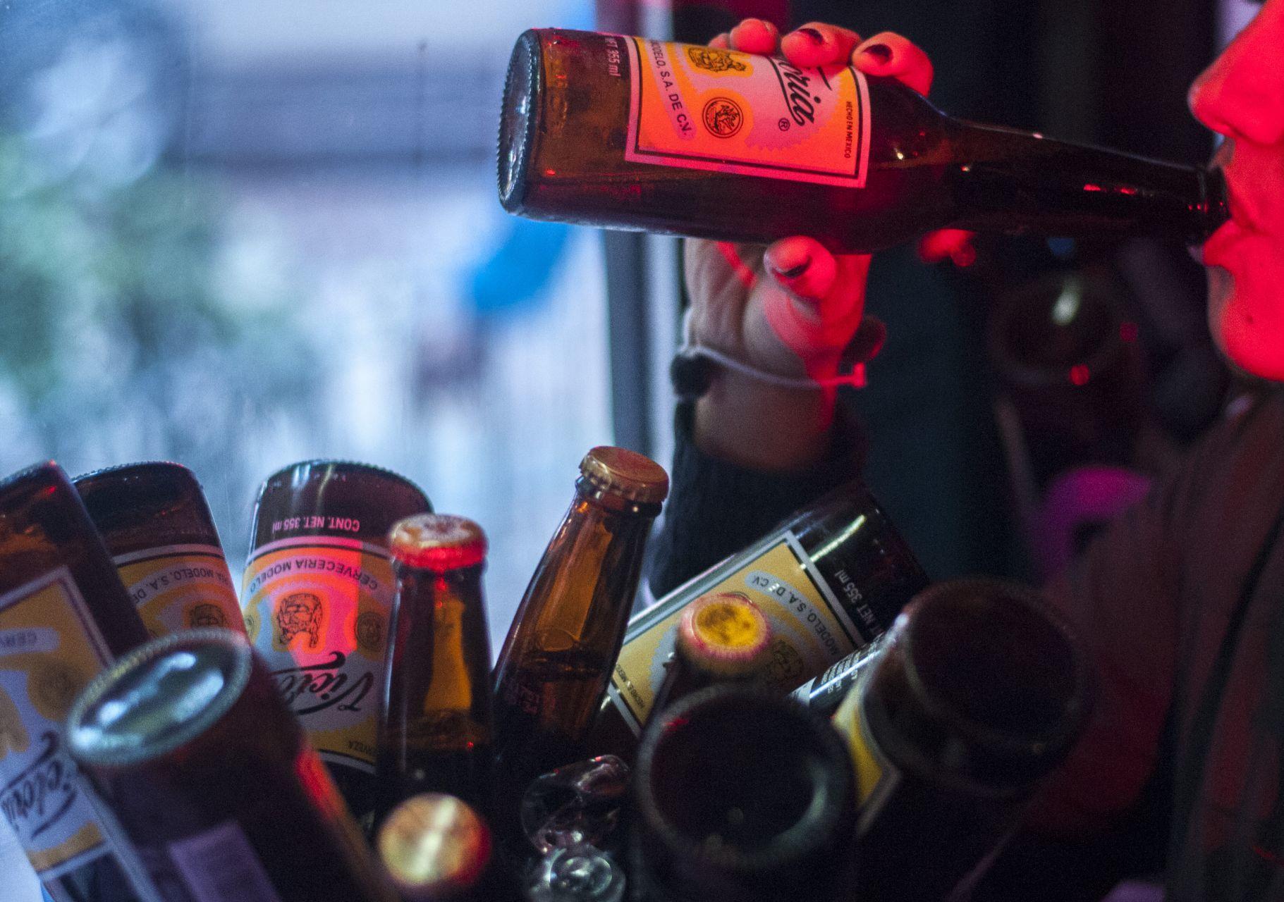 jovenes-alcohol-bares-cdmx-mexico-04102020