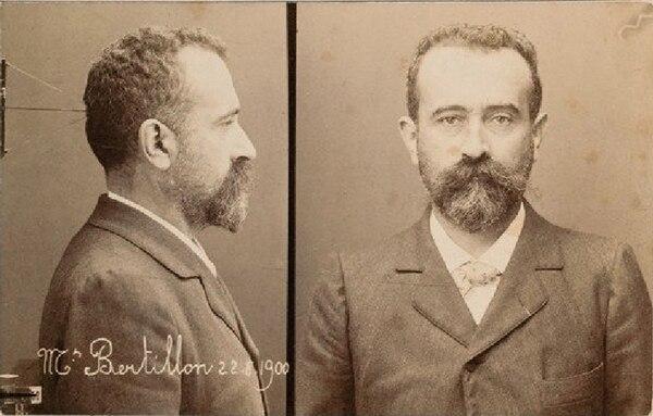 El francés Alphonse Bertillon, emblema de la investigación científica de los sucesos policiales, desarrolló el primer método para identificación de criminales, vigente hasta 1892