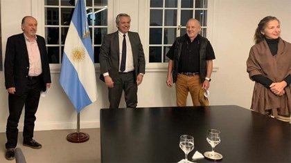 Alejandra Darín con Alberto Fernández, cuando fue recibida por el Presidente a pocas semanas del inicio de la cuarentena; por entonces dijo que la actividad actoral