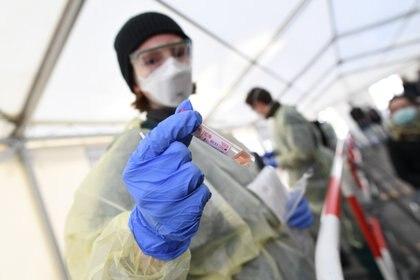 """La experiencia de Corea del Sur muestra que """"la capacidad diagnóstica a escala es clave para el control de epidemias"""" (REUTERS)"""