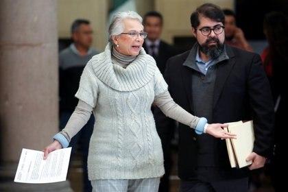Olga Sanchez Cordero, secretaria de Gobernación arriba a una conferencia en la CDMX (Foto: Reuters/Gustavo Graf)