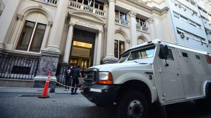 La caída de la demanda de dinero redujo el movimiento de caudales desde el Tesoro del Banco Central (Manuel Cortina)