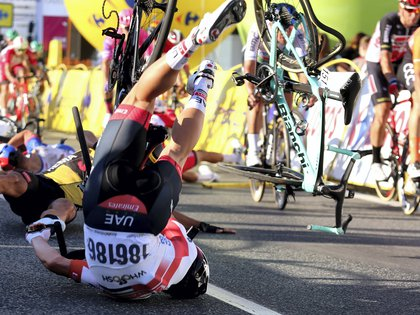 Katowice (Poland), 05/08/2020.- Riders fall near finish line during the 1st stage of Tour de Pologne cycling race, over 195.8 km between Chorzow and Katowice, southern Poland, 05 August 2020. (Ciclismo, Polonia) EFE/EPA/ANDRZEJ GRYGIEL POLAND OUT