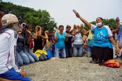 Familiares de reclusos protestan fuera de la cárcel de Los Llanos en Guanare, Venezuela Foto: REUTERS/Freddy Rodriguez