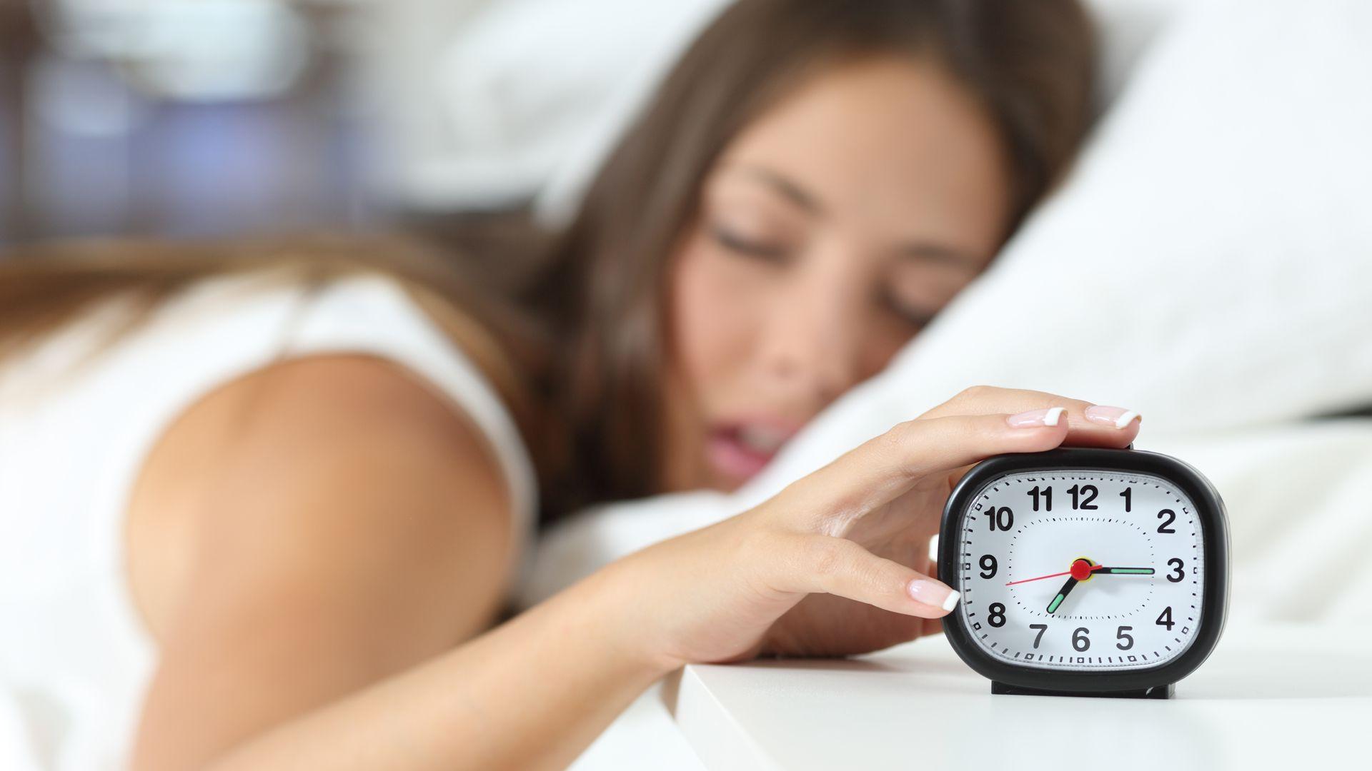 El uso de alarmas melódicas -en particular aquellas que podemos taratear o cantar- podría ser una medida útil para estar más alerta durante el día (Foto: Istock)
