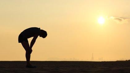 Muchos deportistas sufren la secuela que se manifiesta fundamentalmente con un cansancio marcado, e incide negativamente en la actividad física que habían tenido previamente (Shutterstock)