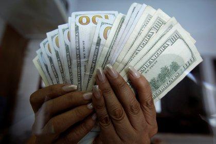 El dólar mayorista aumentó un 53% en el último año. (Reuters)
