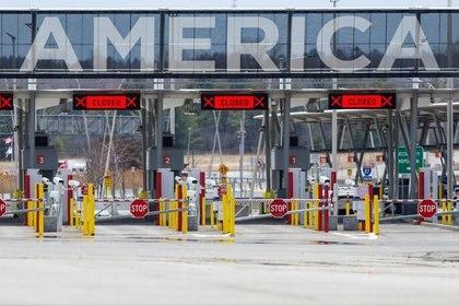 El cruce no esencial en la frontera entre México y Estados Unidos planea abrirse el próximo 21 de mayo (Foto: REUTERS/Christinne Muschi)
