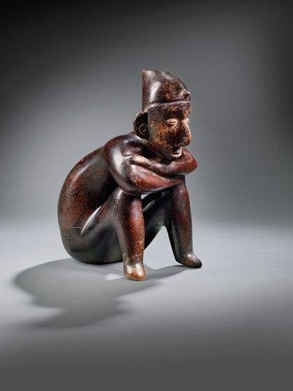 PERSONAJE SENTADO COLIMA, APROX. 100 a. C -250 d. C. Precio estimado: EUR 6,000 - EUR 9,000.
