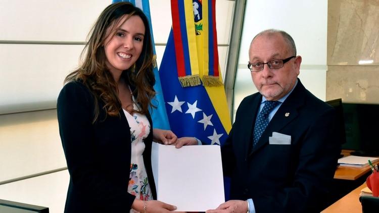 El ex canciller Jorge Faurie le había entregado las cartas credenciales a Elisa Trotta durante el gobierno de Mauricio Macri