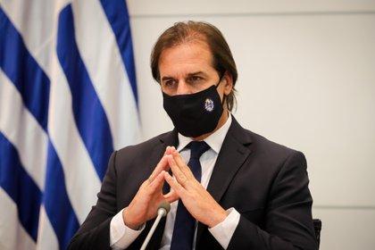 En la imagen, el presidente de Uruguay, Luis Lacalle Pou. Su gobierno lanzó un eficiente plan de vacunación contra el COVID-19 que lo coloca por encima del promedio mundial de las inoculaciones (EFE)