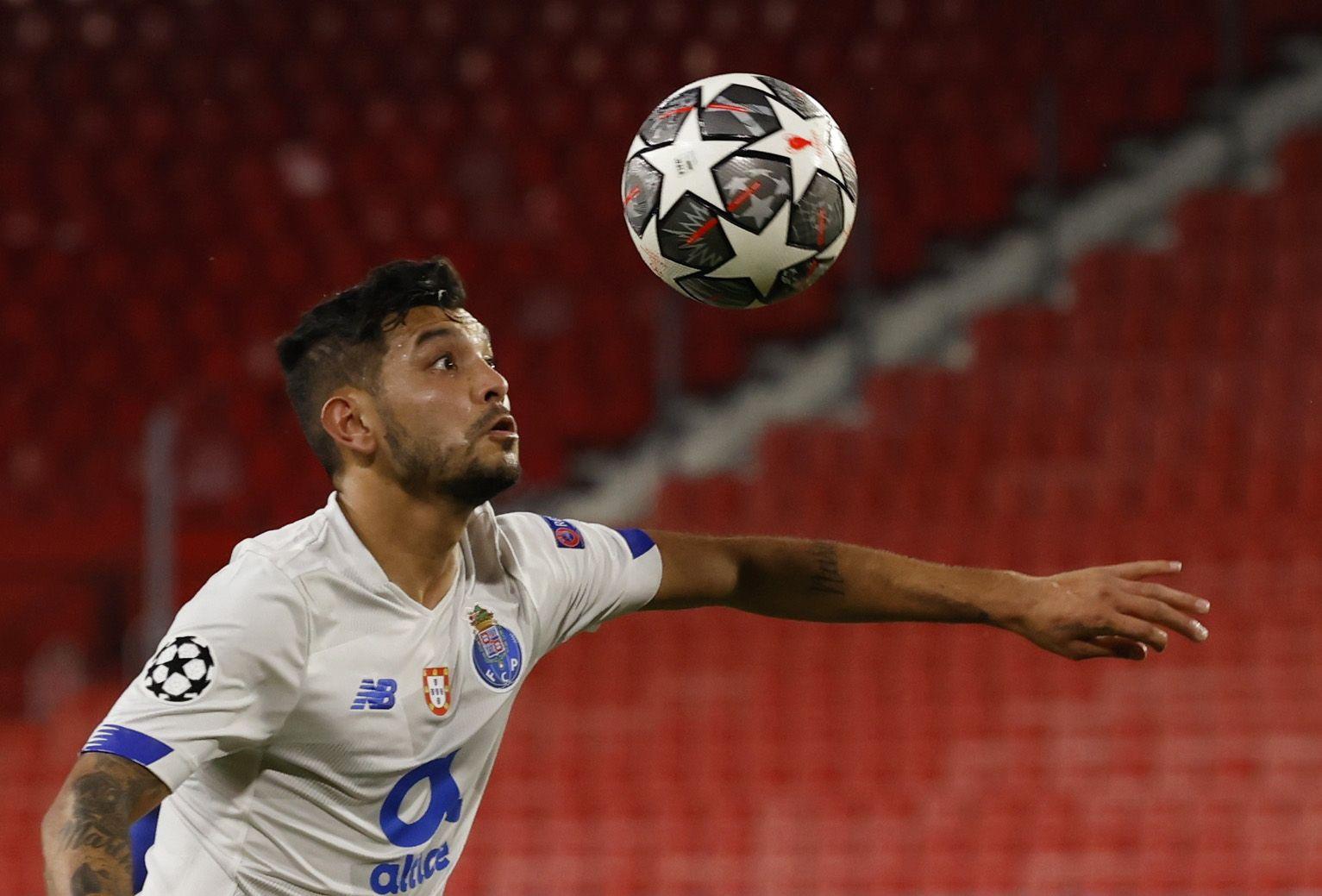 Tecatito Corona podría estar disputando su última temporada con el FC Porto (Foto: Marcelo del Pozo/REUTERS)