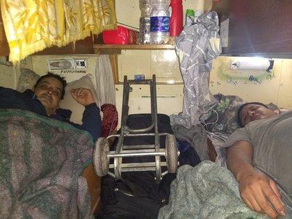 Los infectados a bordo del Maru VIII son obligados a transitar la enfermedad en condiciones de hacinamiento