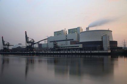 The coal-fired Kraftwerk Moorburg power plant in Hamburg. (Photo by Joern Pollex/Getty Images)