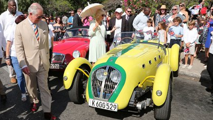 El príncipe Carlos y su esposa Camila pasearon por La Habana (Reuters)