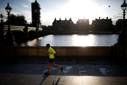 Un buen apoyo no solo reduce el riesgo de lesión sino que también te permite correr más rápido, debido a que el objetivo es realizar esta fase lo más rápido posible (REUTERS)