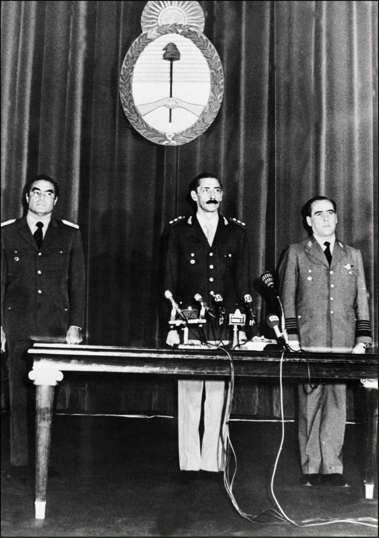 Se instaura la última dictadura militar argentina.