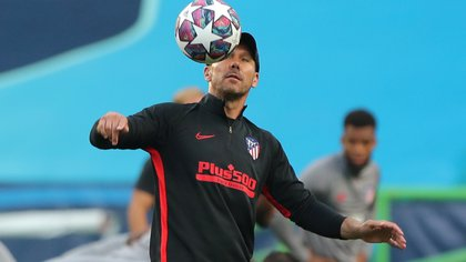 Soccer Football - Champions League - Atletico Madrid Training - Estadio Jose Alvalade, Lisbon, Portugal - August 12, 2020   Atletico Madrid coach Diego Simeone during training   Miguel A. Lopes/Pool via REUTERS