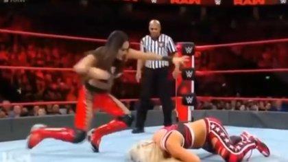 La pelea de mujeres se robó el protagonismo de la WWE