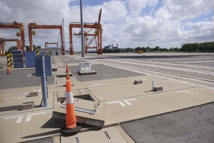 Las terminales portuarias proyectan sendas caídas del movimiento de cargas de exportación y de importación (Dino Calvo)