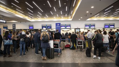 Los servicios de cabotaje que tenían que salir a primera hora del viernes desde Aeroparque fueron cancelados