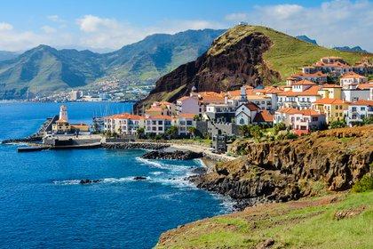 Las islas portuguesas de Madeira, ubicadas frente a la costa de Marruecos en el Océano Atlántico, reabrirán a los turistas internacionales el 1 de julio (Shutterstock)