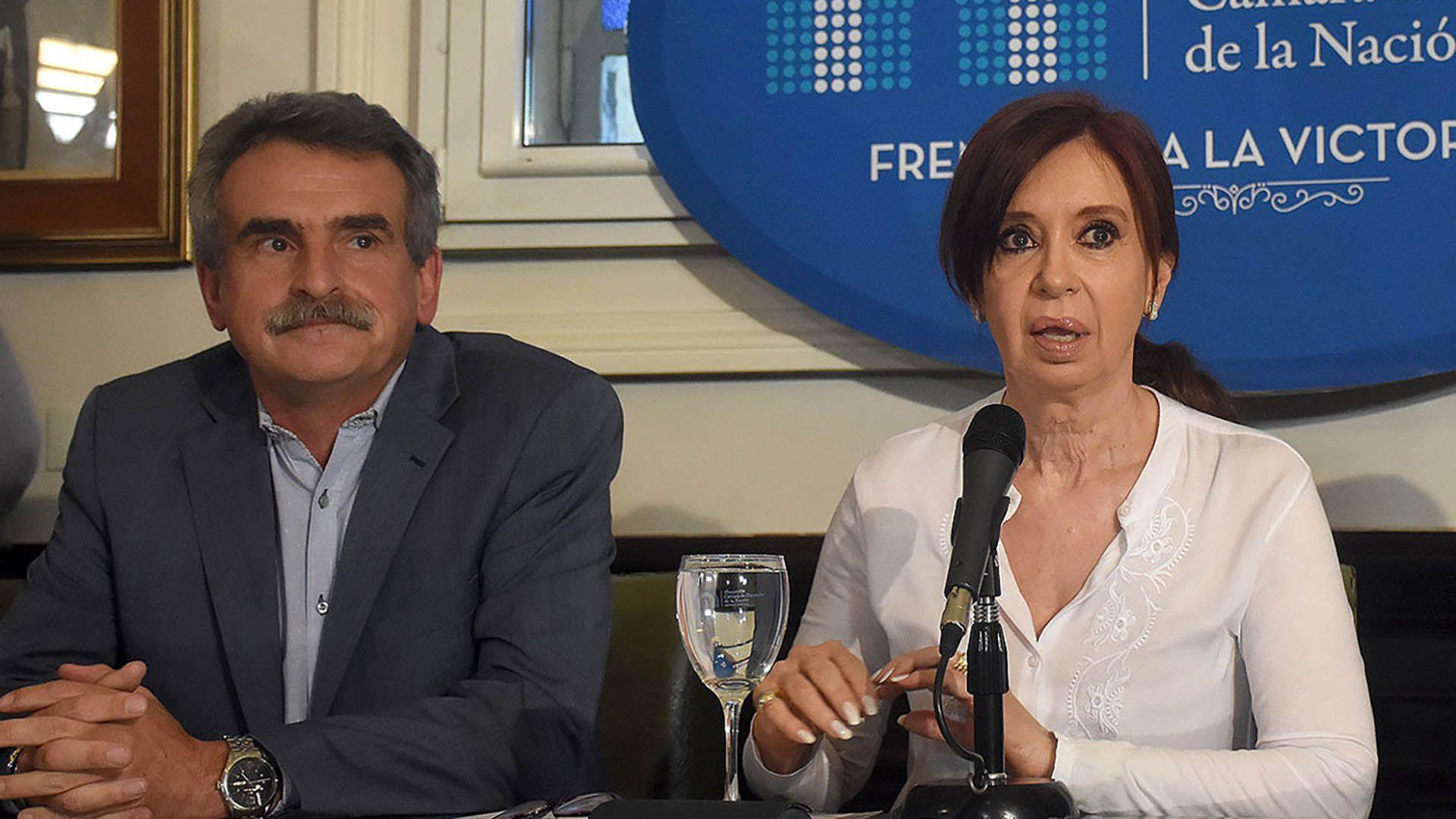 Agustín Rossi junto a Cristina Kirchner
