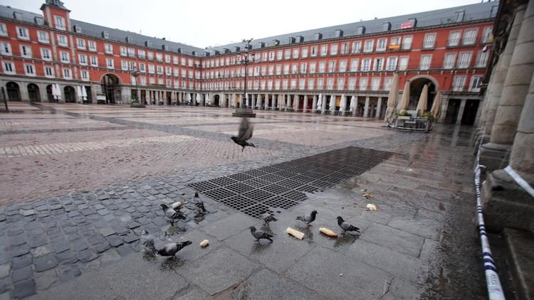 Finalmente, el gobierno español anunció que dejará salir a los niños de sus viviendas para que puedan hacer algo de actividad física en las calles del país por el coronavirus (Facundo Pechervsky)