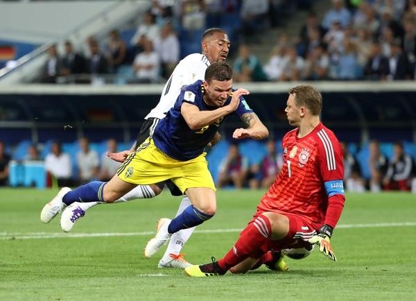 Marcus Bergno puede ante Manuel Neuery Jerome Boateng (Foto: REUTERS/Francois Lenoir)