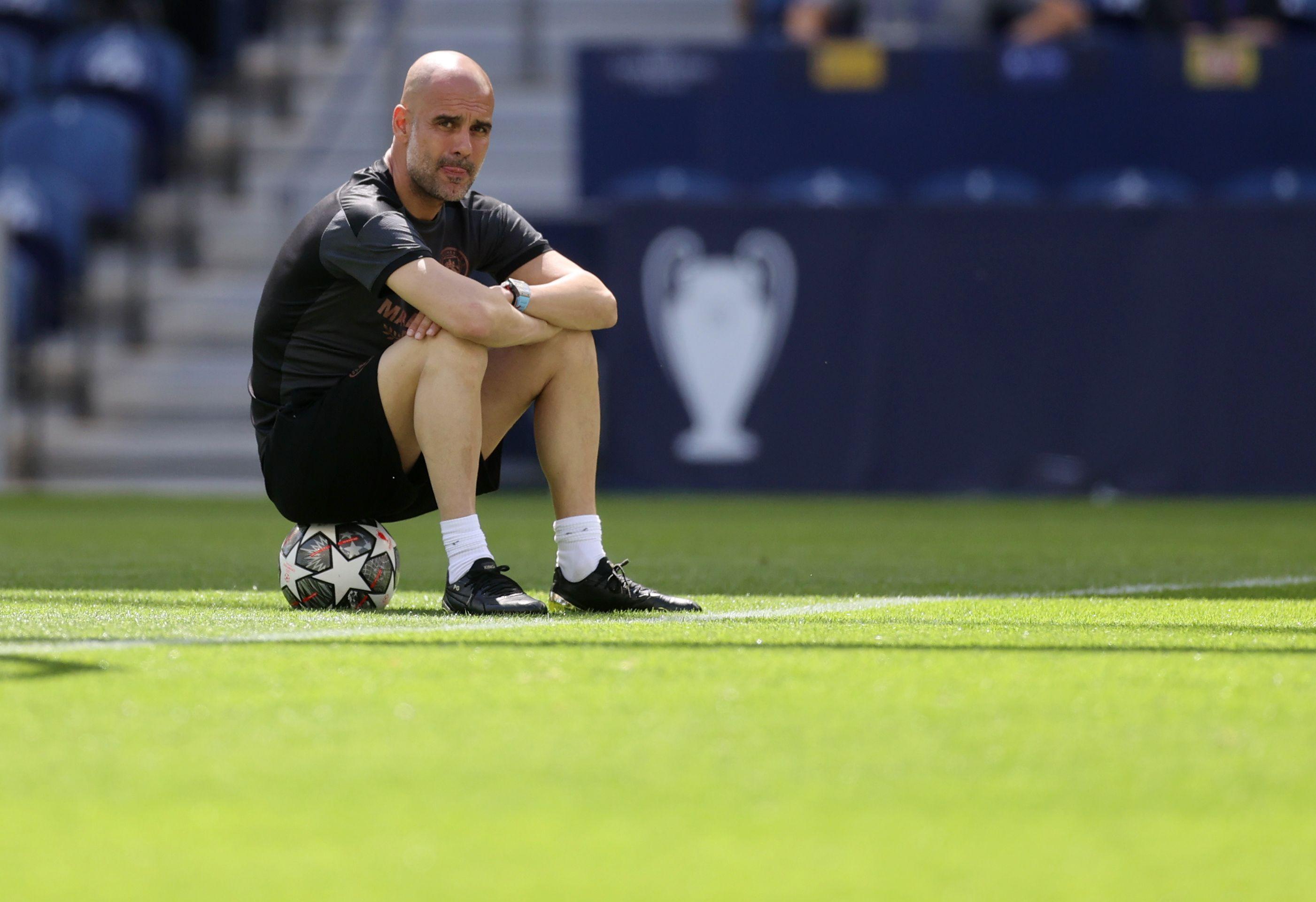 Guardiola tiene dos años más de contrato en el Manchester City (Reuters)