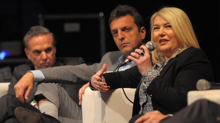Rosana Bertone junto a Sergio Massa y Miguel Ángel Pichetto.