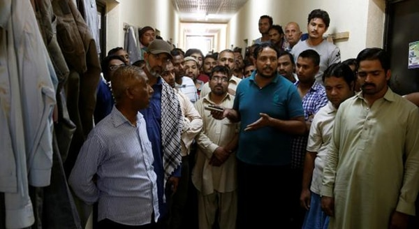 Trabajadores inmigrantes asiáticos demoran años en conseguir la ciudadanía saudí y sus derechos son vulnerados